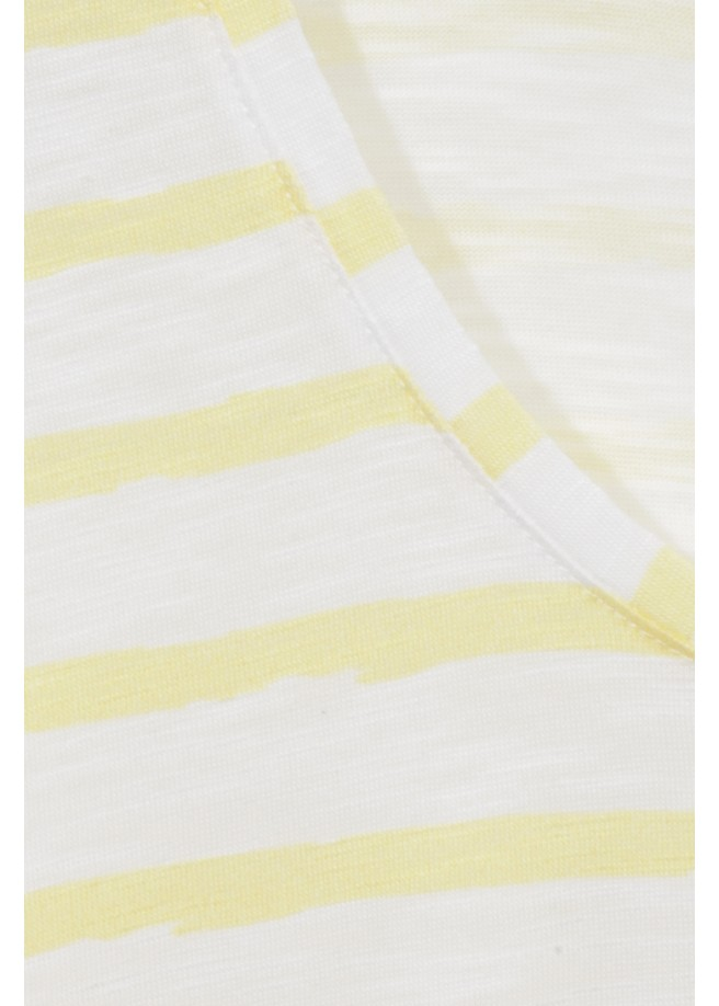 T-Shirt in sommerlicher Ringel-Optik /