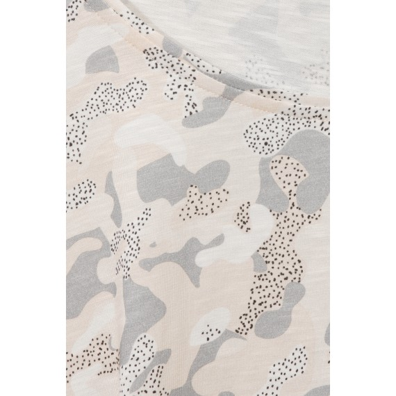 Süßes T-Shirt mit Camouflage-Muster /