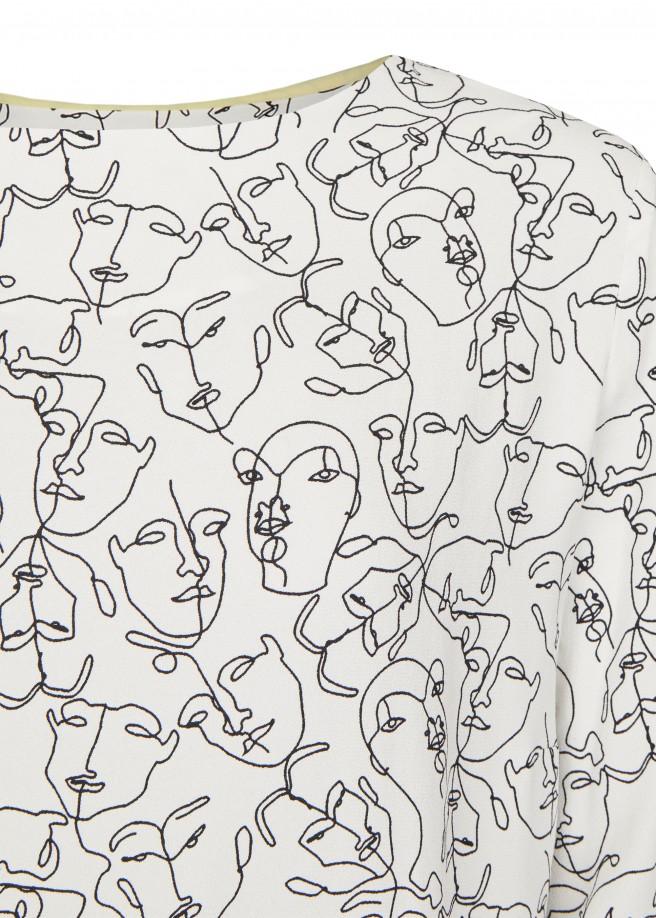 Luftige Bluse mit abstrahierten Gesichtern /