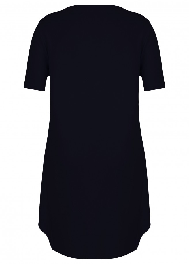 Fließendes Kleid mit kurzen Ärmeln /