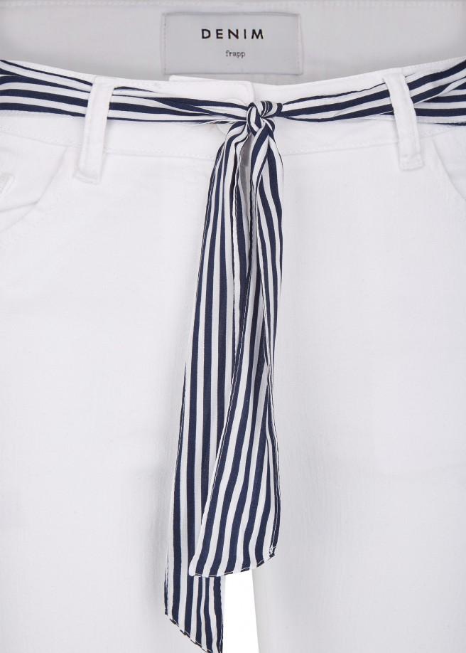 Sommerliche 7/8-Jeans mit Gürtel /