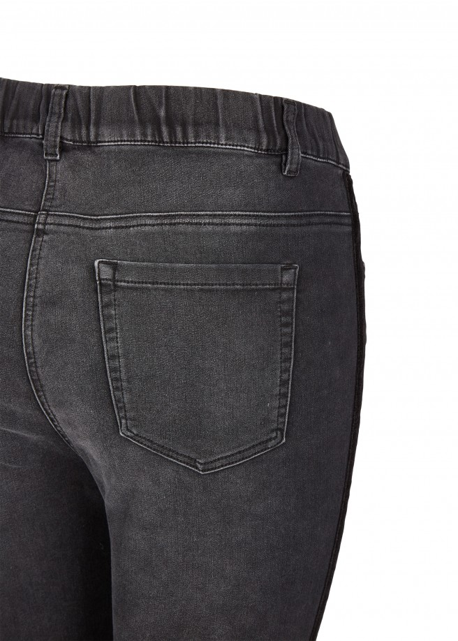 Trendige Jeans mit Galonstreifen /