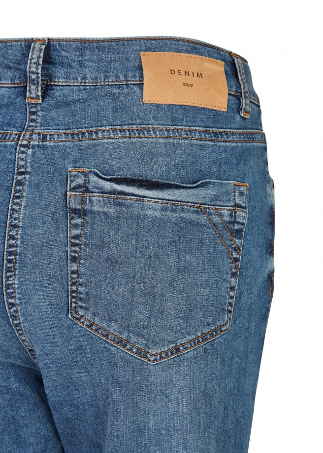 Vielseitige Basic-Jeans mit Used-Waschung /